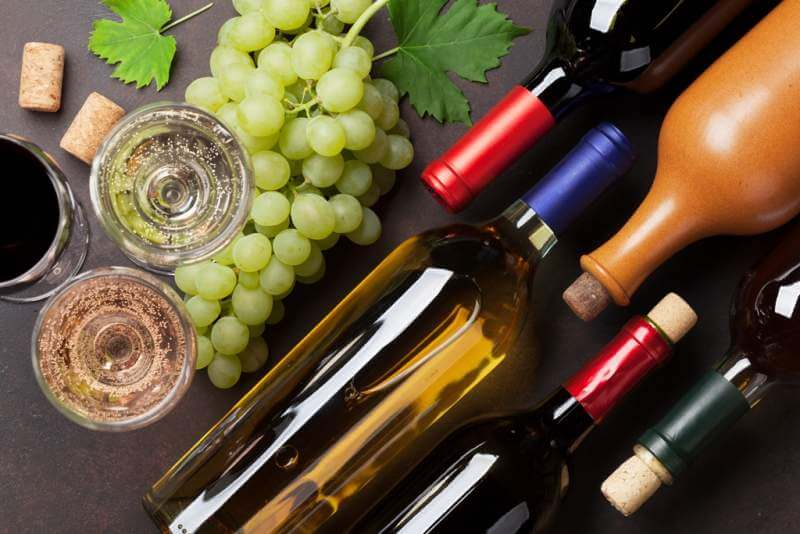 wine-bottles-and-grapes